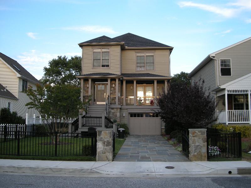 Neighborhood-Gray-Manor